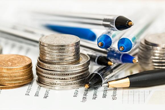 Деньги и ручки