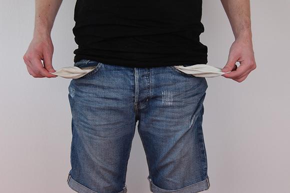 Человек с вывернутыми карманами