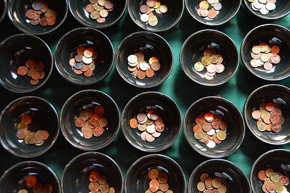 Чашки с деньгами