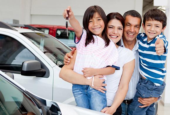 Семья с ключами от авто
