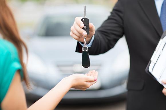 Передают ключи от авто
