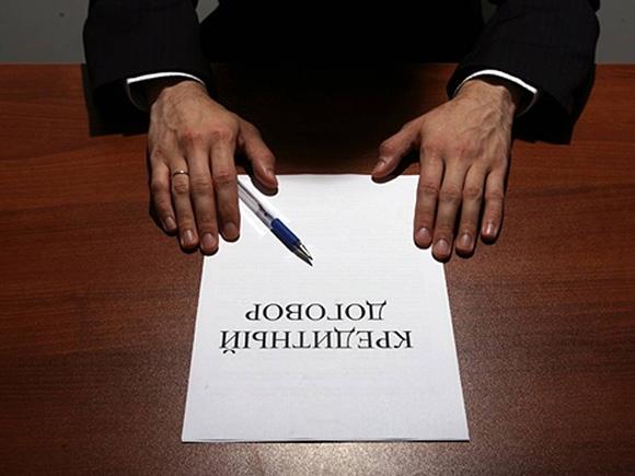 Договор на столе