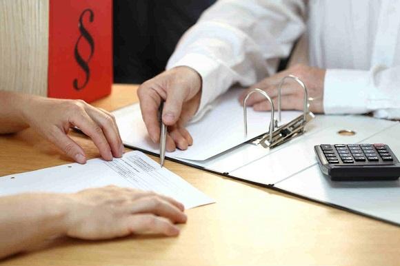 в выбранную банковскую организацию надо подать заявку на проведение рефинансирования