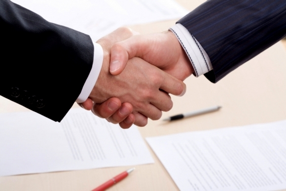 Рукопожатие кредитора и заемщика
