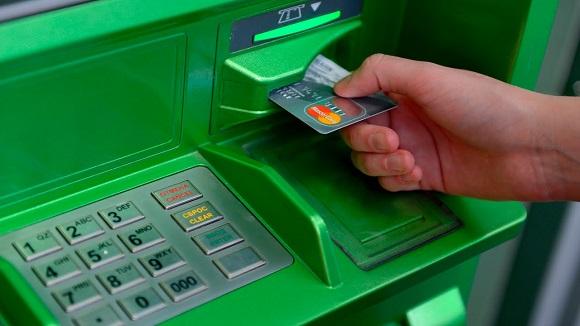 Закрывать кредит в Сбербанке можно, используя банкомат