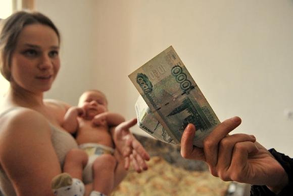 мама с ребенком и деньги